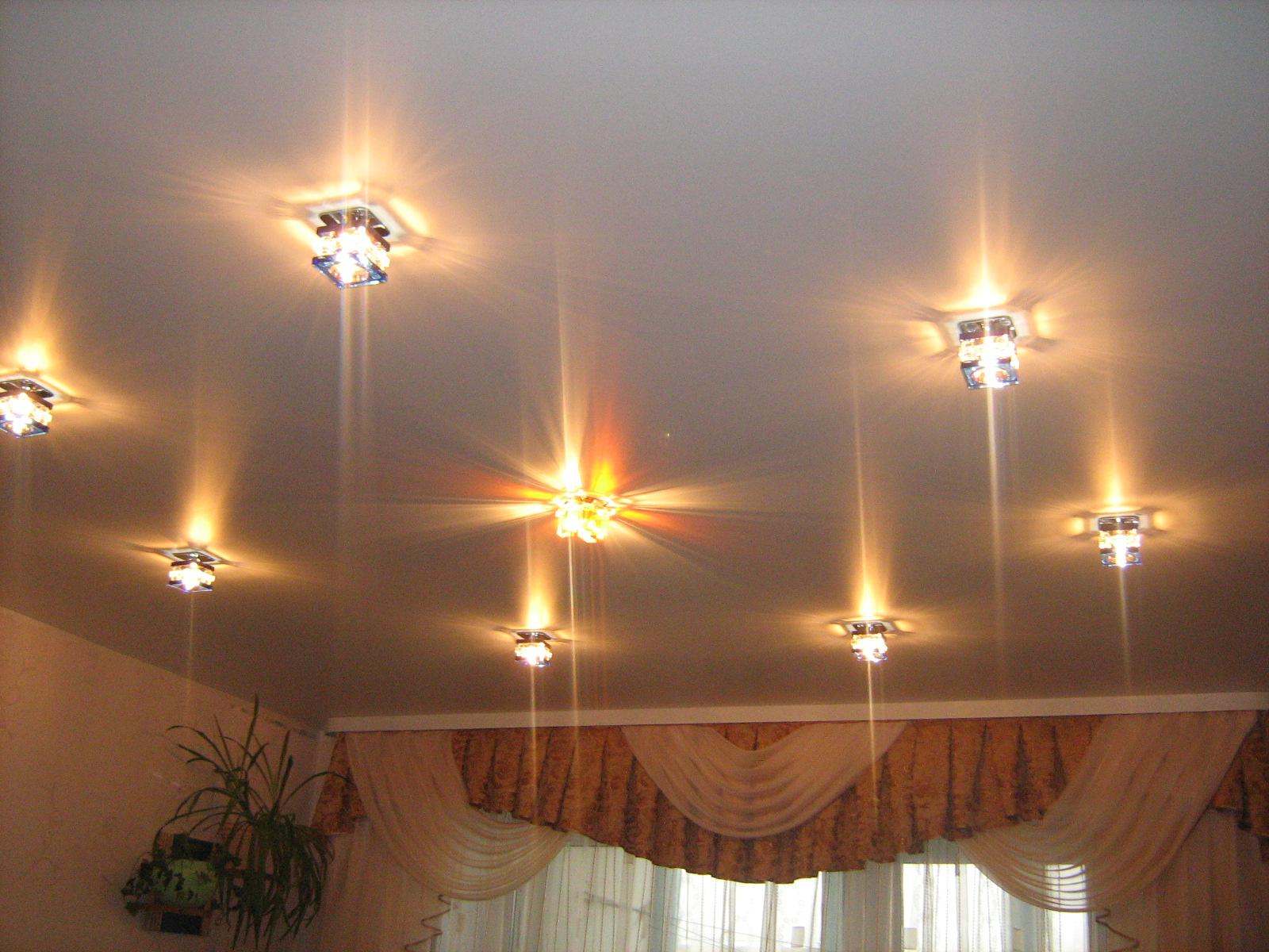 Схема расположения светильников на натяжном потолке в спальне фото